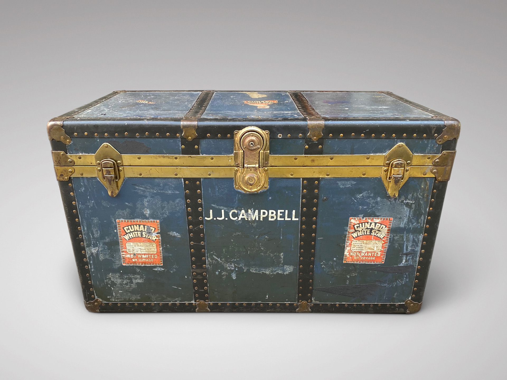 20C BRASS & METAL BOUND TRAVELLING TRUNK