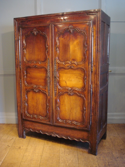 SOLD/18TH CENTURY FRENCH CUPBOARD IN FRUITWOOD