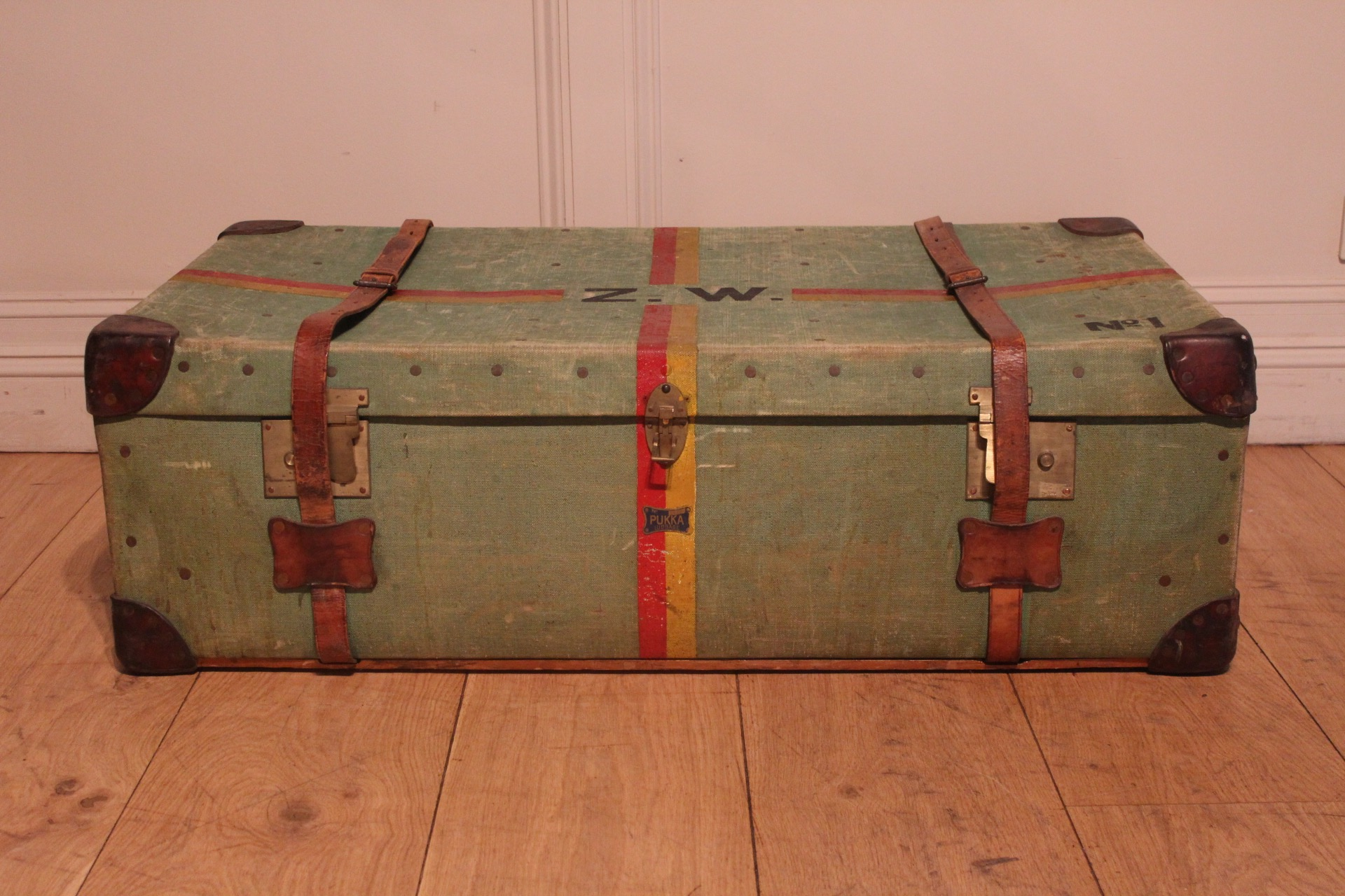 SOLD/1930's PUKKA TRUNK LUGGAGE
