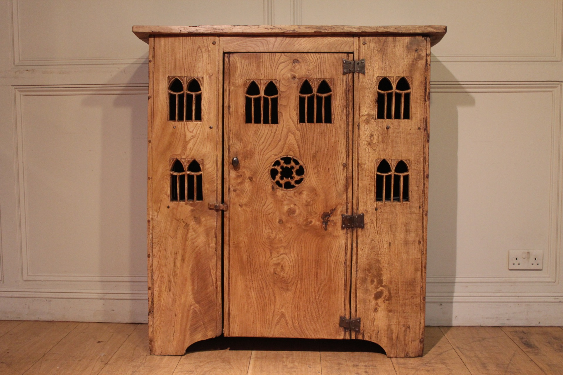 SOLD/20C AUMBRY IN ELM
