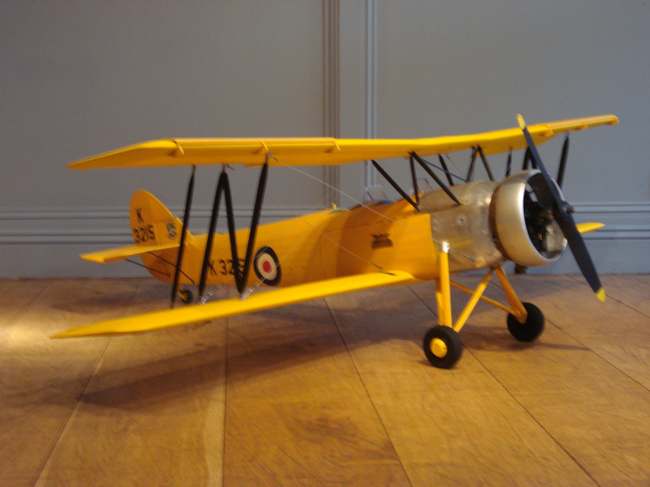 SOLD/HIGH QUALITY VINTAGE MOTORIZED MODEL KIT AIRCRAFT/AVRO TUTOR 62